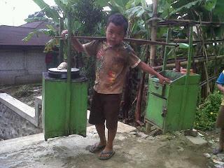 Samsul, bocah penjual cilok dari Desa Bumijawa Kabupaten Tegal